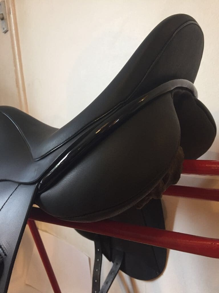 """Ideal Ozelle Dressage Saddle 17 1/2"""" MW Black Patent rolls & piping"""